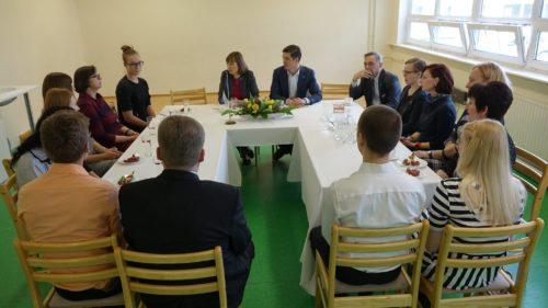 President kohtus kogukonnapraktikas osalejatega